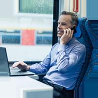 image circulaire représentant un homme avec un ordinateur portable